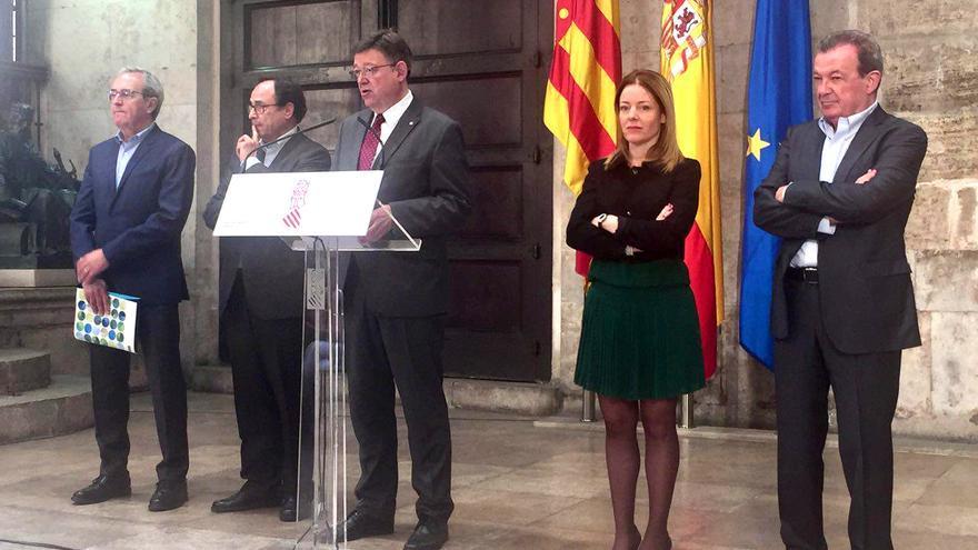 Francisco Pérez,Vicent Soler, Ximo Puig, Clara Ferrando y Juan Antonio Pérez en el Palau de la Generalitat
