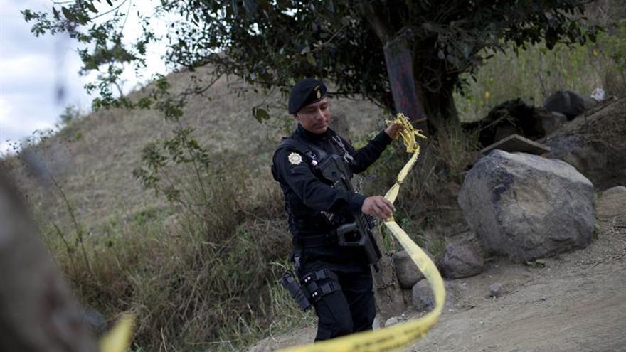 Al menos un policía muerto y cinco heridos en tres ataques armados en Guatemala