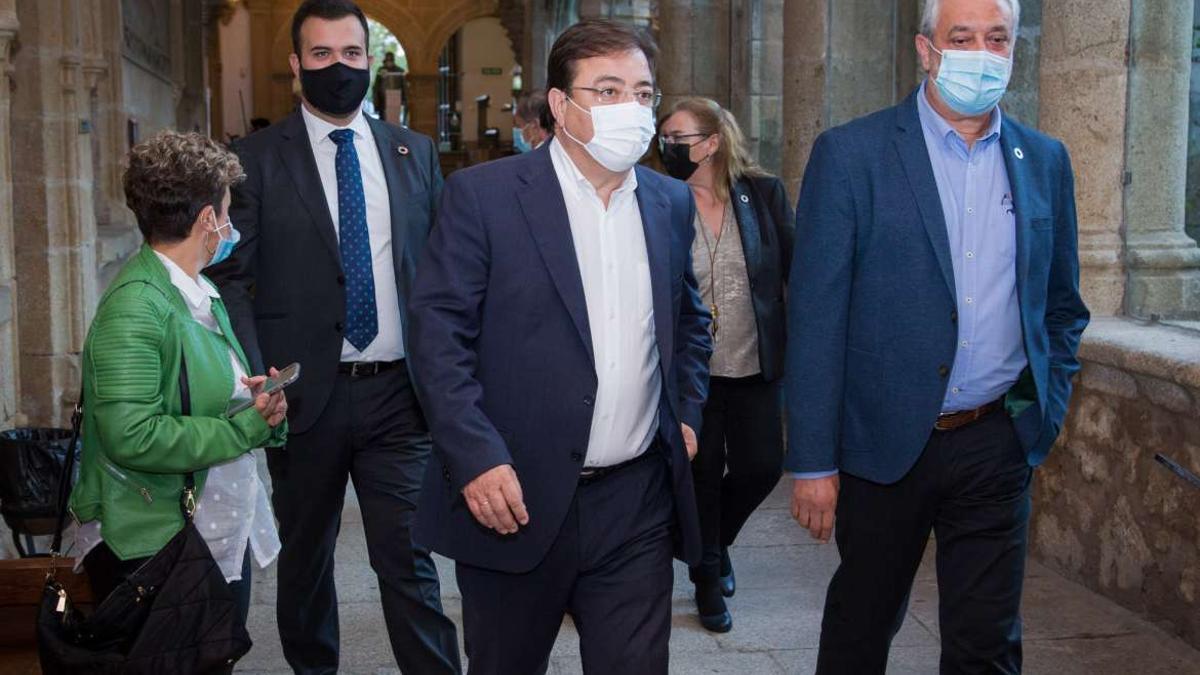 Luis Salaya a la izquierda junto a Fernández Vara y el presidente de Diputación Cáceres, Carlos Carlos Rodríguez