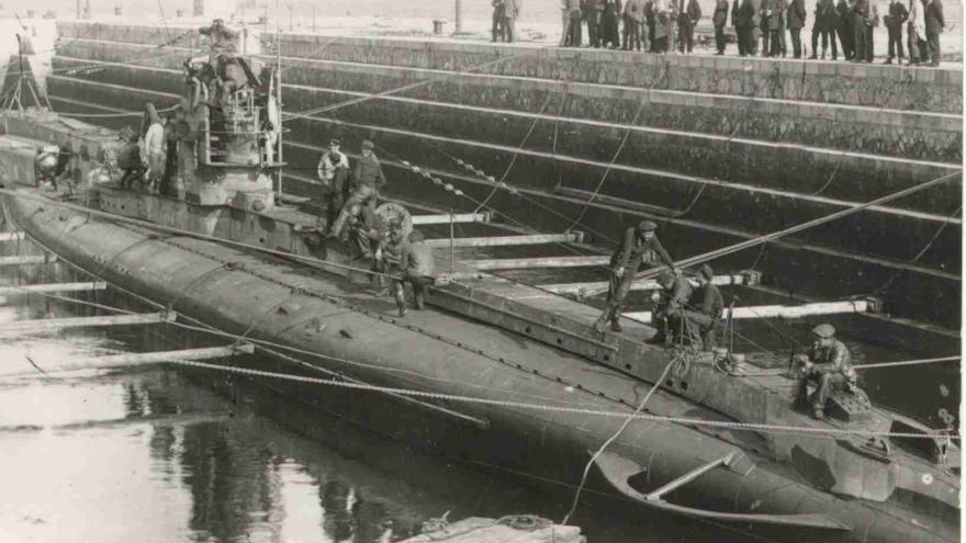 Submarino alemán en el Dique de Gamazo en 1917