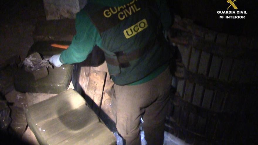 Durante la operación los agentes realizaron nueve registros domiciliarios en los que se incautaron 370 kilogramos de hachís.