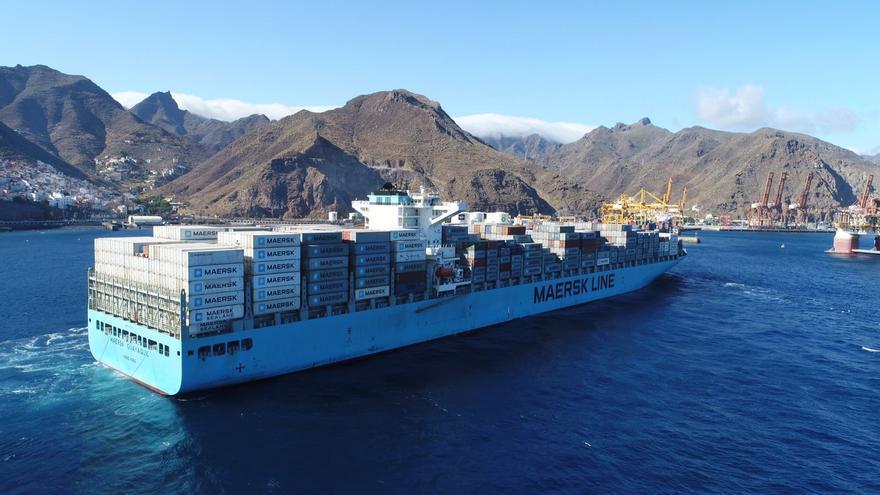 Portacontenedores de la naviera Maersk, en el puerto de Santa Cruz