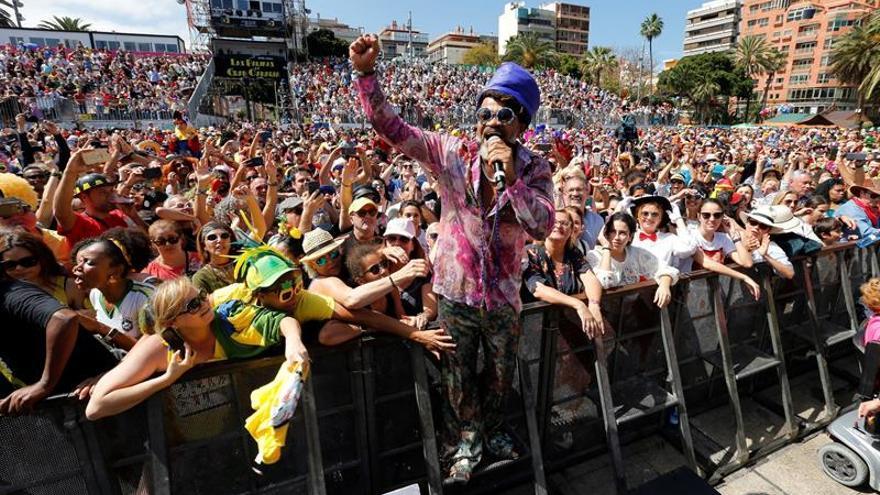 El músico, cantante y productor brasileño Carlinhos Brown ofreció este martes un concierto dentro del Carnaval de Las Palmas de Gran Canaria