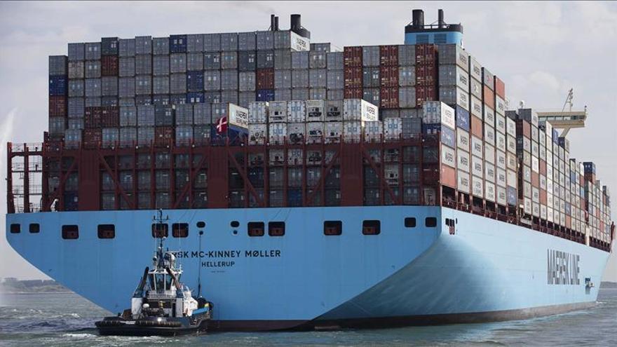 Los precios de exportación industrial moderan una caída que dura ya 19 meses