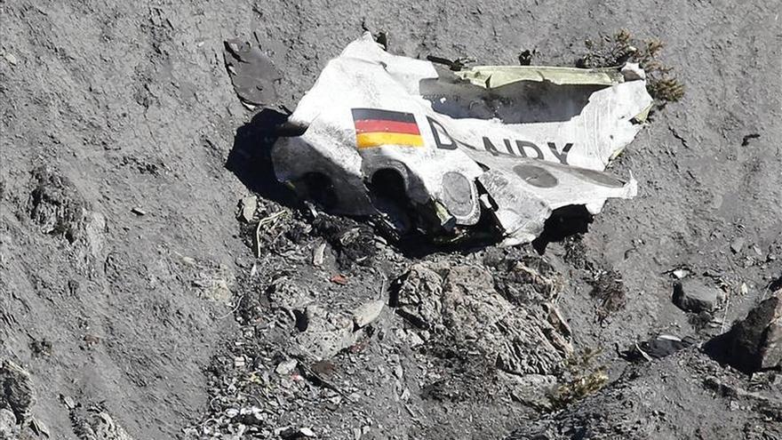 Identificados los cuerpos del avión de Germanwings, la Fiscalía valida la inhumación