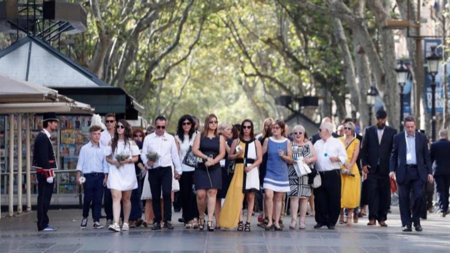 Homenaje en Las Ramblas a las víctimas de los atentados de 2017. EFE
