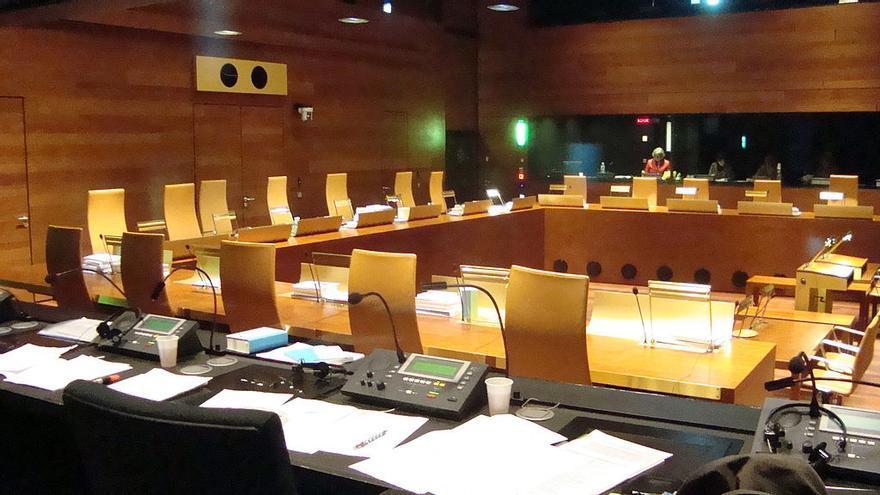 Sala de vistas del Tribunal Europeo de Justicia. (https://commons.wikimedia.org/wiki/File:CJE_salle.JPG?uselang=es)