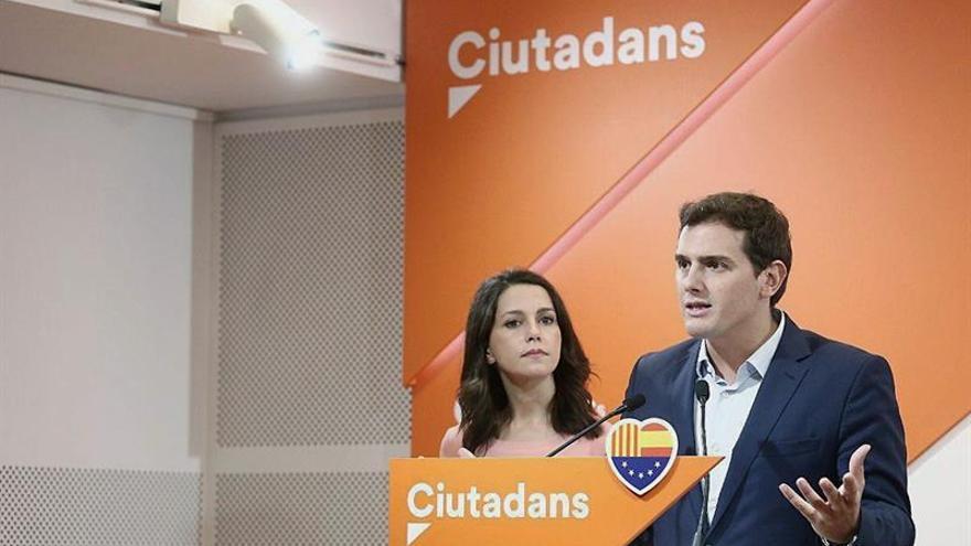"""Rivera cree que Rajoy ha pecado de """"ingenuo"""" al confiar en la cúpula de los Mossos"""