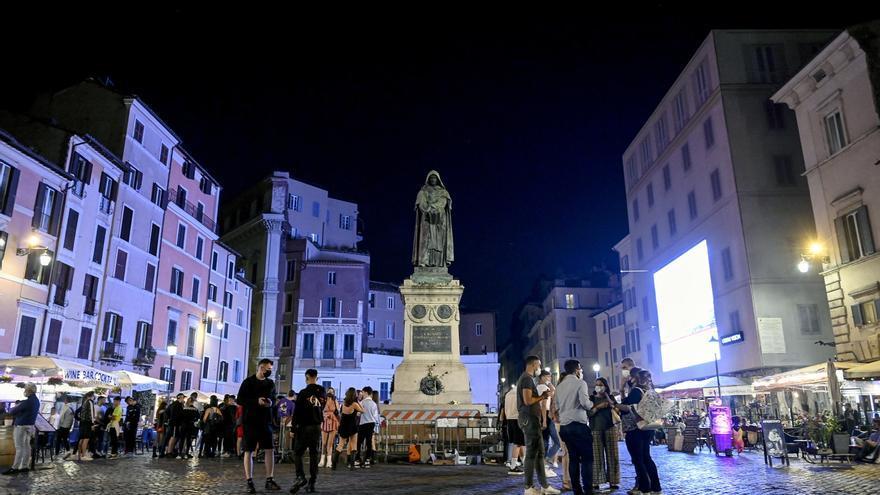 Italia elimina la obligación de llevar mascarilla en espacios abiertos