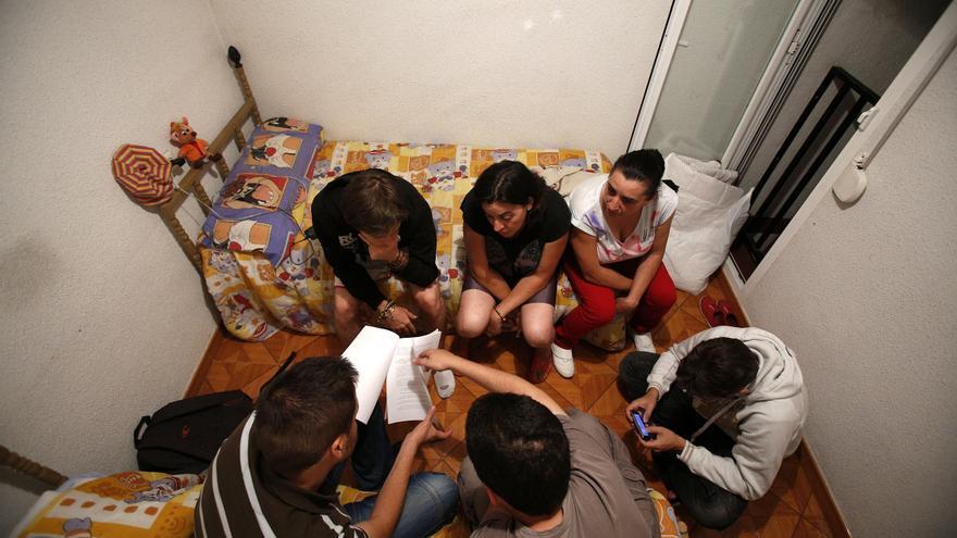 La familia, apoyo de muchos ante los estragos de la crisis, empieza a flaquear. \ Olmo Calvo