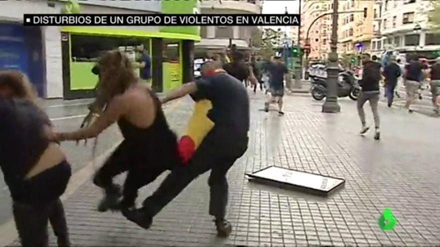 Un ultra agrede a una joven en Valencia durante los actos del 9 d'Octubre
