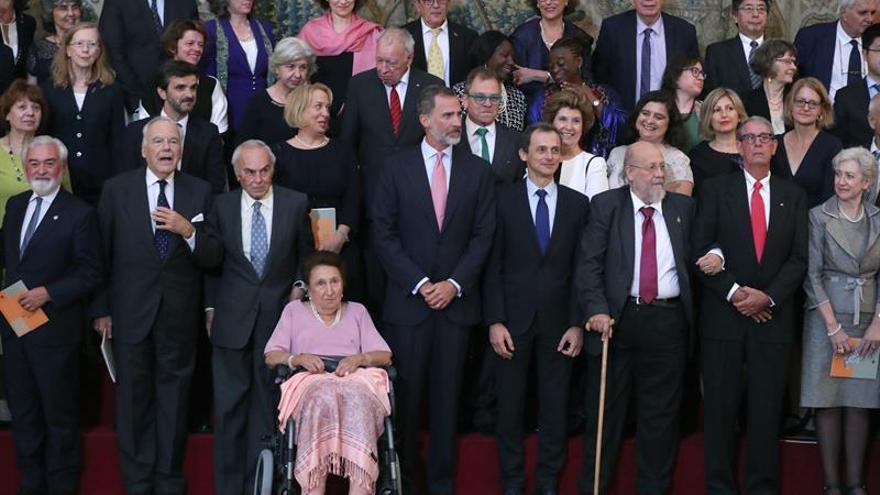 """El Rey ensalza a """"los hispanistas no hispanos"""" por su promoción de la lengua"""
