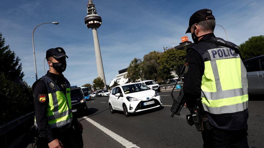 Siete mil agentes desplegados en controles para vigilar los viajes en Madrid