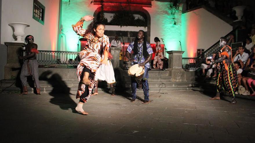 En la imagen, otro momento de la actuación del Grupo Osea Percusión de África. Foto: JOSÉ AYUT.