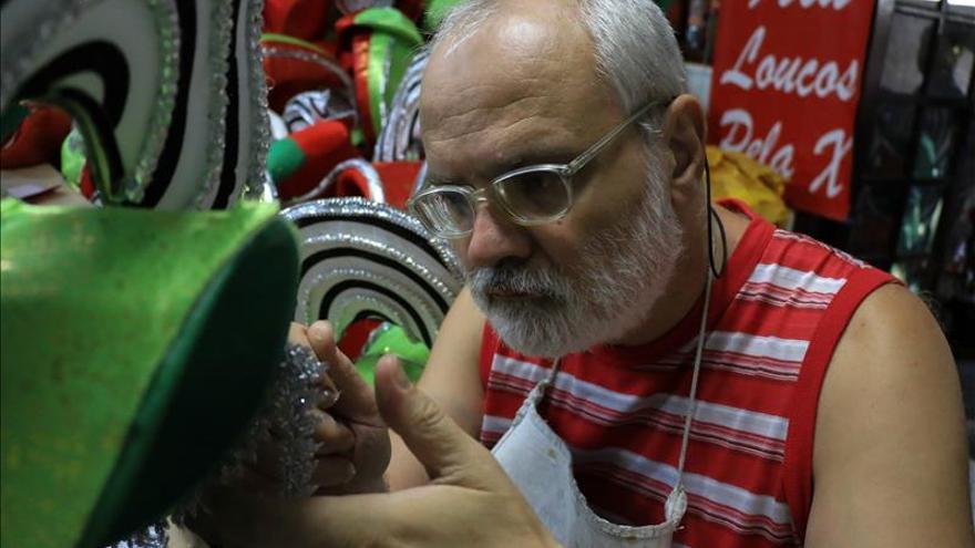 Pacientes con problemas mentales diseñan disfraces para Carnaval de Sao Paulo
