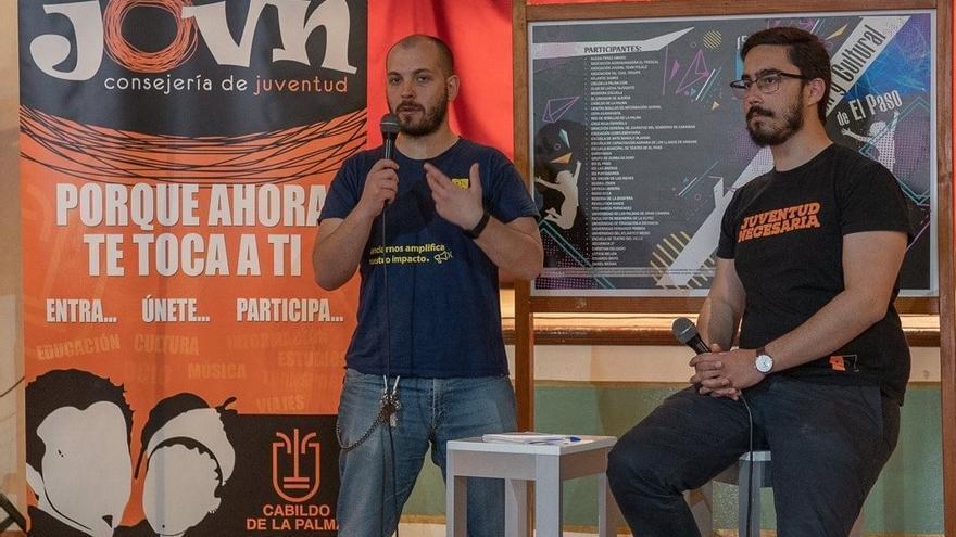 Manuel Ramos de la Rosa (i) y Daniel Tovar durante el encuentro.