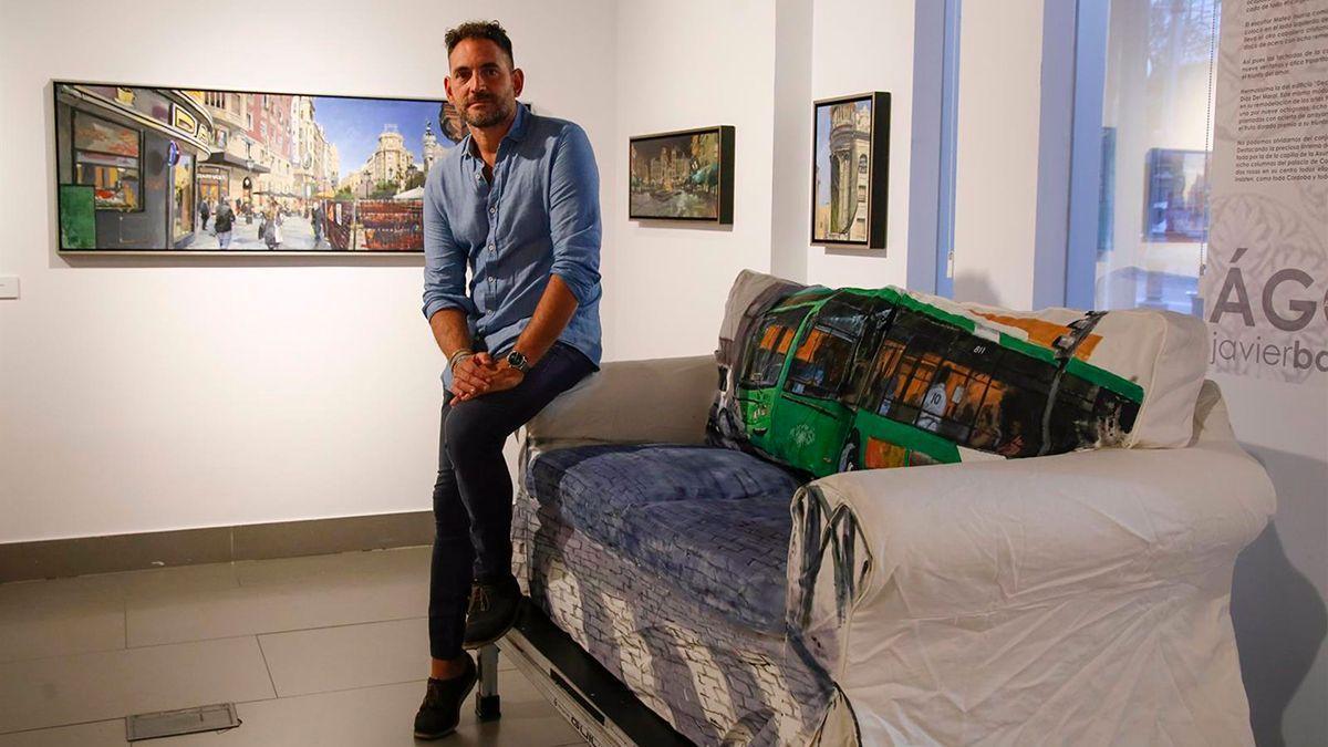 Javier Bassecourt en la exposición.