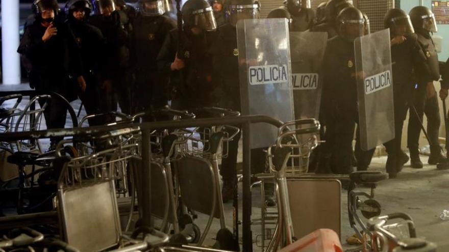 La Policía Nacional usó pelotas de goma en los momentos de más tensión en El Prat