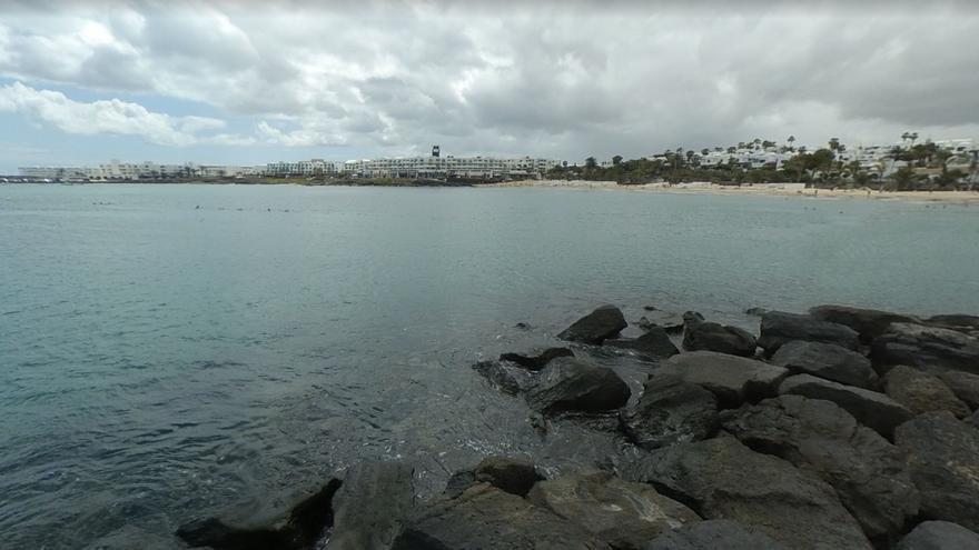 Herido grave un pescador al caer al mar desde un espigón en Lanzarote