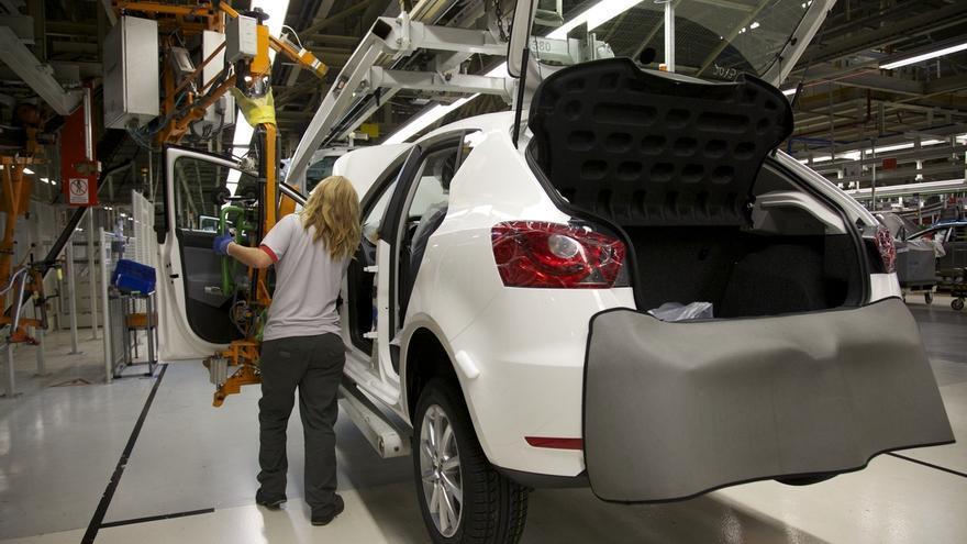 (Ampl.) La dirección de Volkswagen garantiza a Soria que mantendrá las inversiones en España