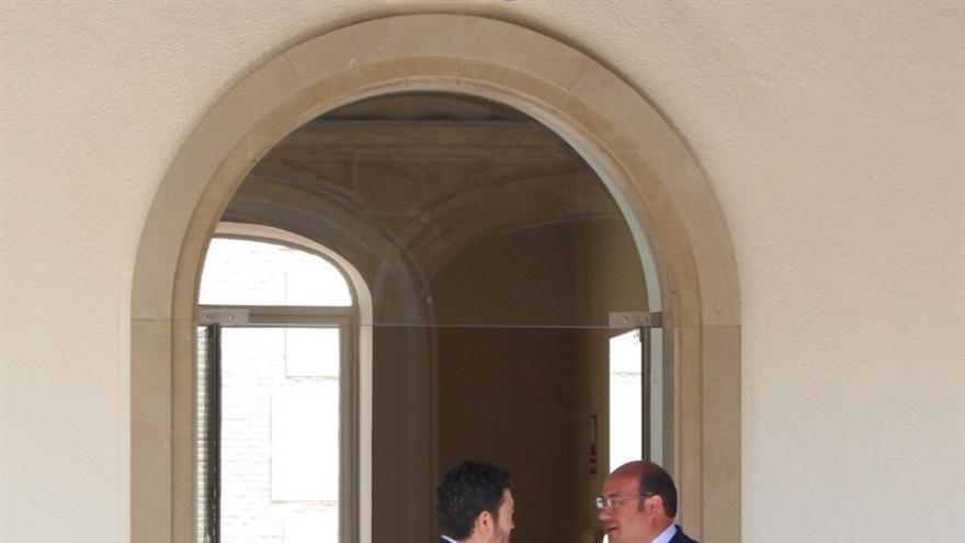 Pedro Antonio Sánchez y Miguel Sánchez durante la reunión mantenida esta mañana