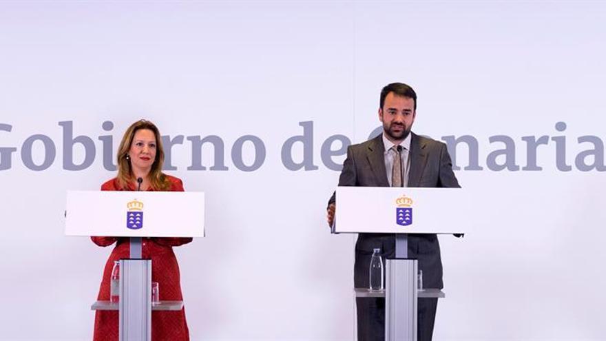 La consejera de Hacienda, Rosa Dávila (CC), junto al consejero de Presidencia y Justicia, Aarón Afonso (PSOE)