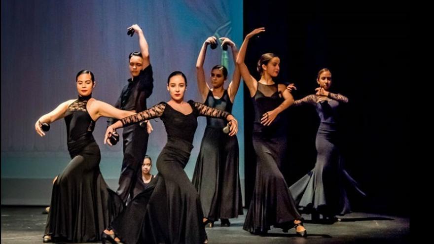 El teatro Guiniguada acoge una muestra de escuelas de danza española.