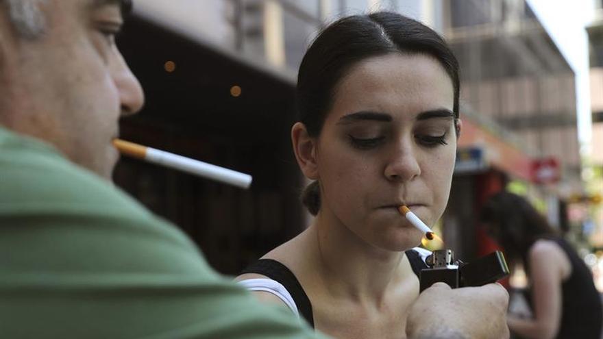 Los médicos exigen considerar al fumador enfermo crónico y financiar tratamientos