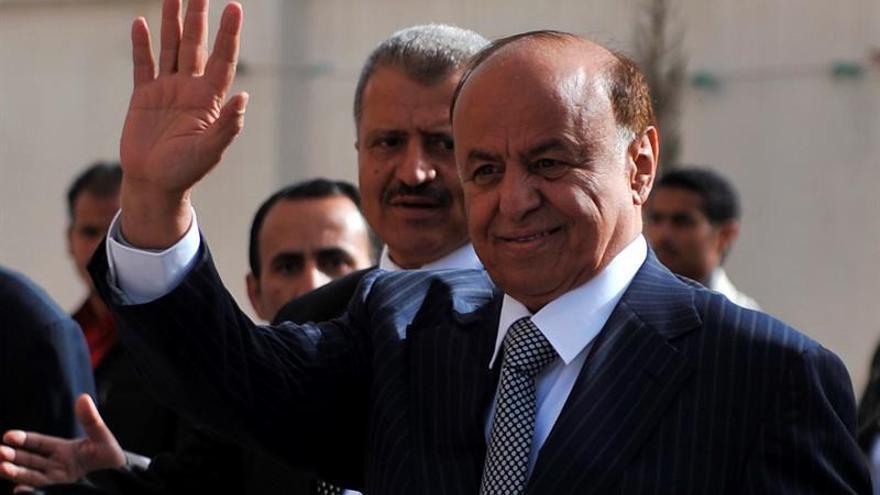 El presidente yemení remodela el Gobierno y el Banco Central, que cambia de sede