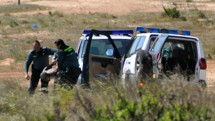 Inmigrante interceptado por la Guardia Civil cerca del vallado fronterizo / J. Blasco de Avellaneda