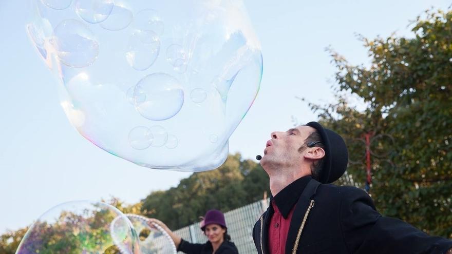 La compañía británica Men in Coats y los italianos Bubble on Circus, mañana en el Festival