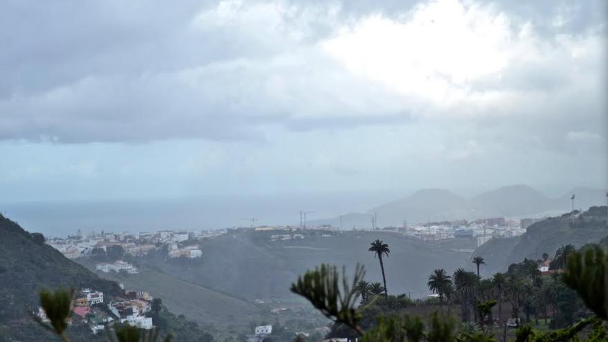 La Aemet activa el aviso naranja por lluvias en las Islas. (CIRENIA VICO)