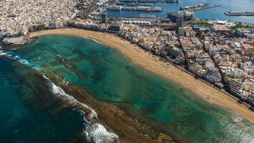Vista aérea de la playa de Las Canteras