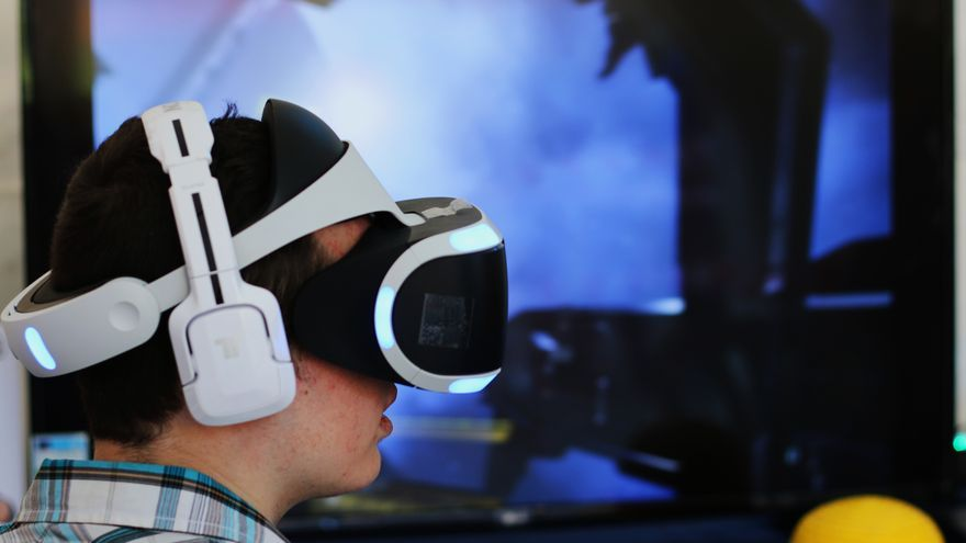 La realidad virtual se pudo probar entre los varios videojuegos disponibles en el salón