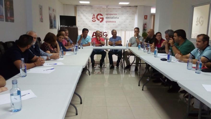 Los órganos de dirección de ASG en una reunión para decidir sobre los posibles pactos en Canarias.