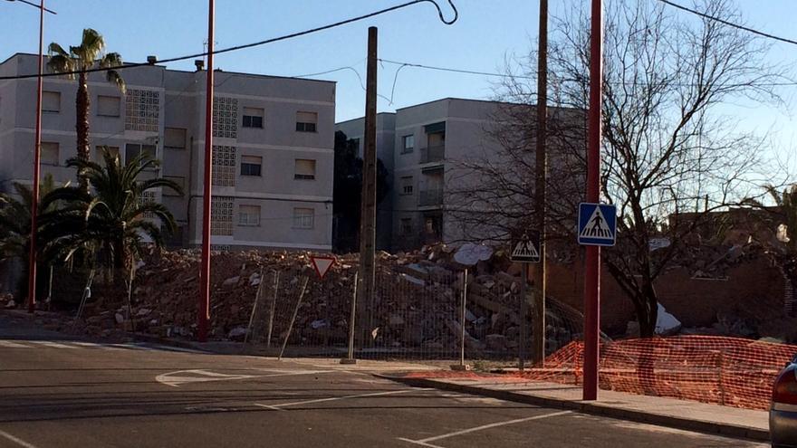 Demolición de los 'pisos rojos' de Villanueva