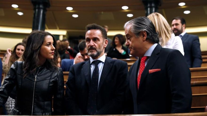 Inés Arrimadas el día de la constitución del Congreso, junto a Marcos de Quinto y Edmundo Bal