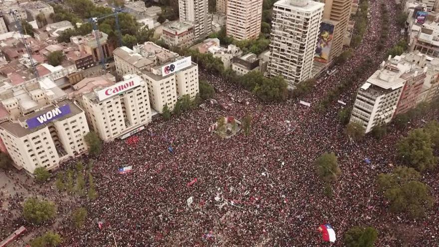 Las protestas en Chile se avivan con la marcha más grande de su democracia