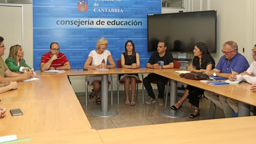 La consejera de Educación empieza su mandado retomando el diálogo con la Junta de Personal Docente