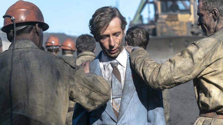 Shádov, ministro de Industrias del Carbón, pidiendo ayuda para Chernóbil a los mismos mineros que trabajan en condiciones precarias