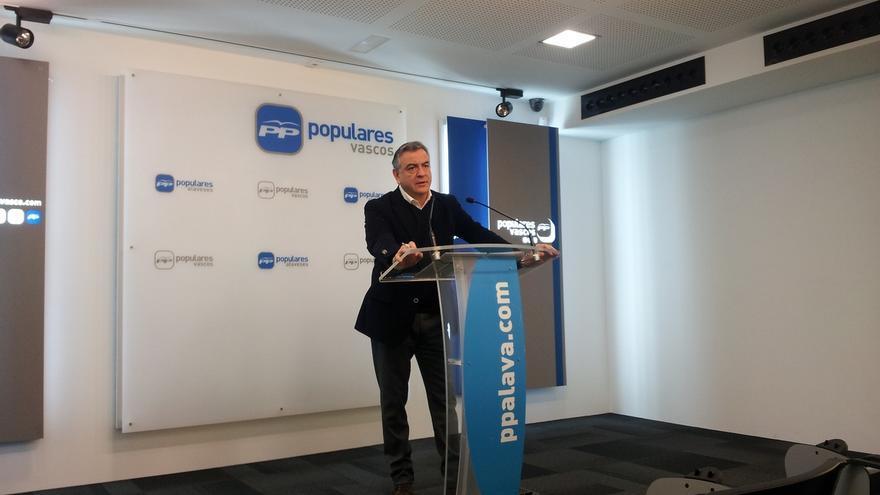 """De Andrés (PP) insiste en que es """"una contradicción"""" que Urkullu encabece las listas del PNV por Álava"""