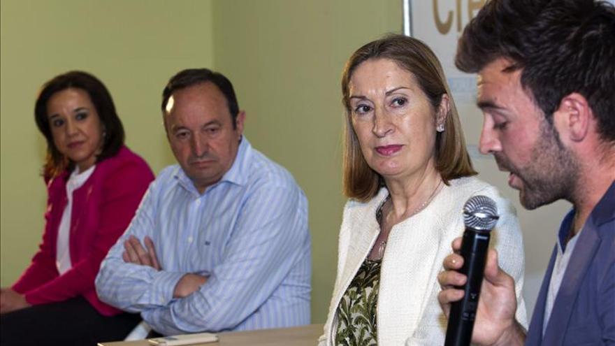 """Pastor asegura que el PP es """"un gran partido"""", frente a los de """"nuevo cuño"""""""