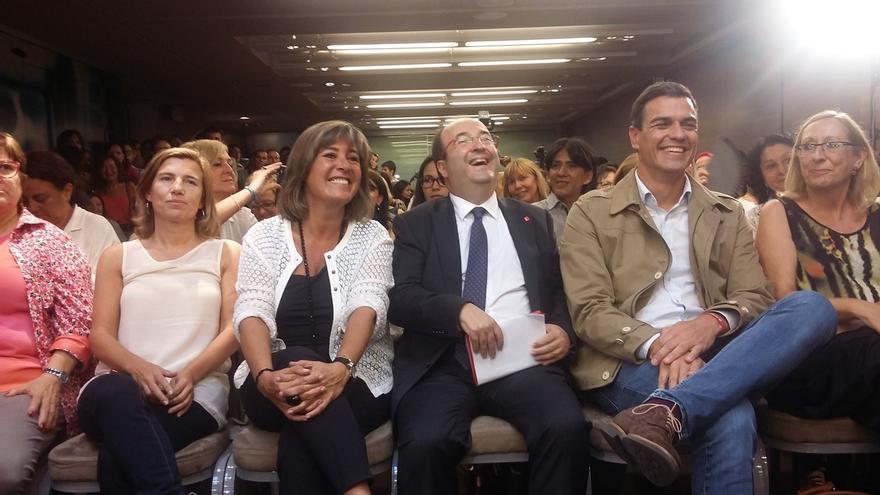Unos 20 animalistas interrumpen un acto de Sánchez e Iceta en Barcelona