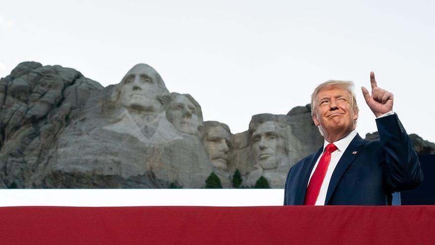 Donald Trump durante la celebración del 4 de julio en el Monte Rushmore, Dakota del Sur