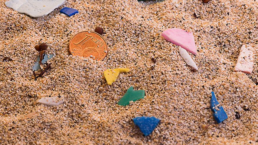 Plástico en Playa Lambra, en La Graciosa.