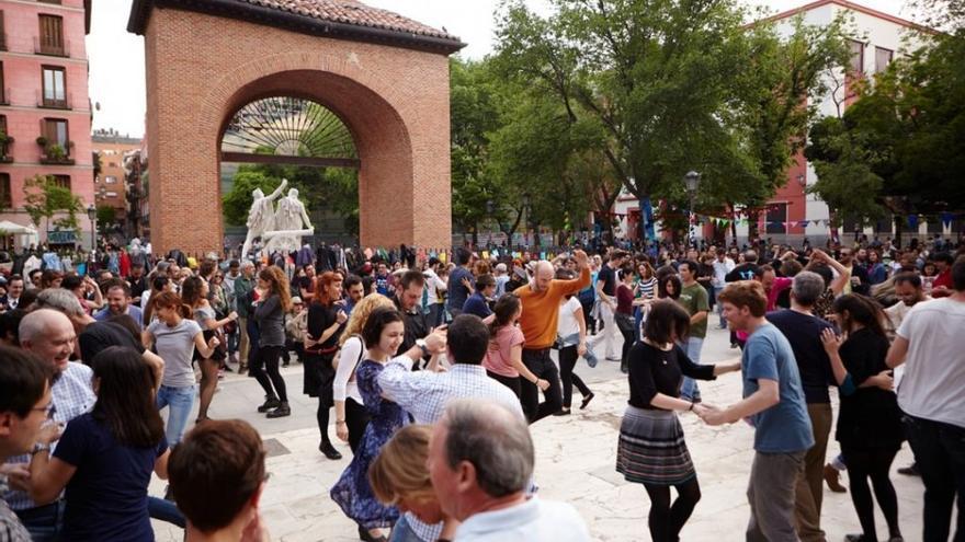 Las fiestas autogestionadas en la plaza del Dos de Mayo
