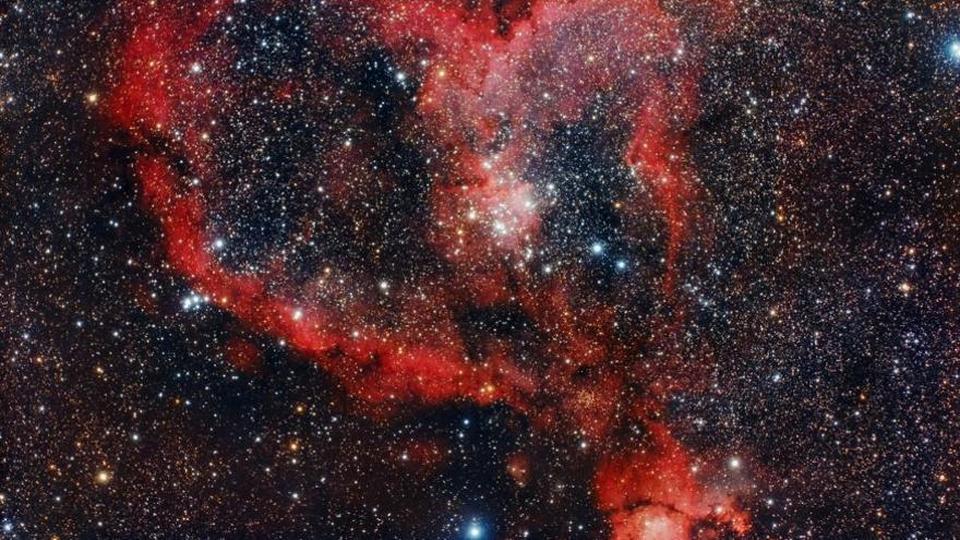 Primer Premio del VIII Concurso de Astrofotografía La Palma 2016 en la modalidad 'Cielo profundo'. Titulo: 'Nebulosa del Corazón'. Auto: Julián García.