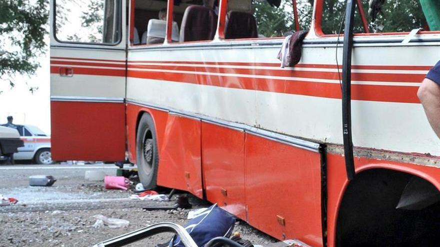 Al menos 13 muertos al chocar un autobús y un camión cisterna en Rusia