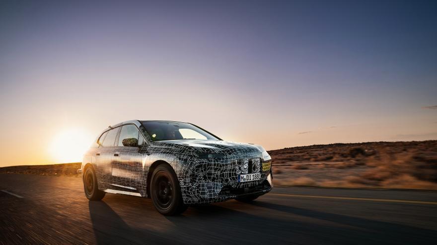 Pruebas invernales de un futuro modelo de BMW.