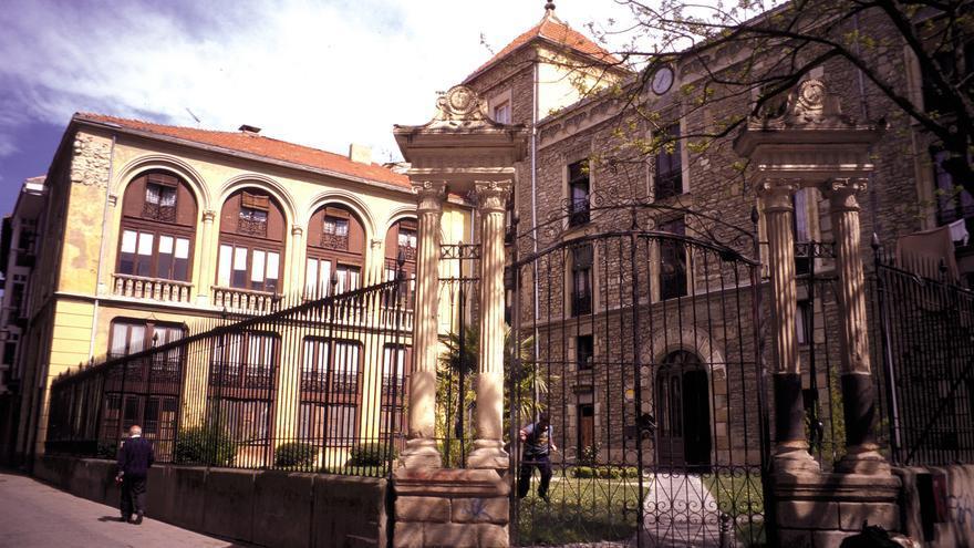 Estado que presentaba hace unos años el emblemático edificio situado en el casco antiguo de Vitoria y propiedad de Tánger / Foto: Gobierno vasco.
